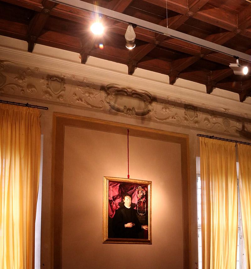 progetto lighting design mostra museo rocca dozza, negozio illuminazione Progetto Luce